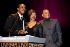 Isiah Thomas receives Humanity of Connection Award 21317